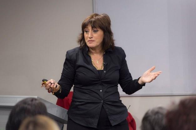 אני פרידמן יועצת התדמית בהרצאה על תדמית לעסקים